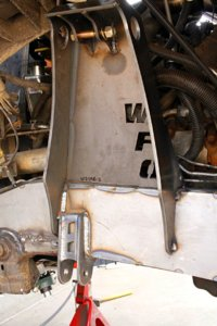 015-wfo-chevy-2500-d60-solid-axle-swap-shock-mount.jpg